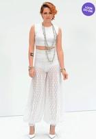 Look do dia: Kristen Stewart aposta no branco em desfile da Chanel