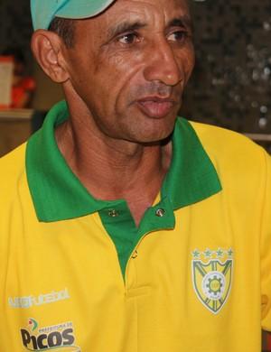 José Batista - técnico do Picos (Foto: Emanuele Madeira/GLOBOESPORTE.COM)