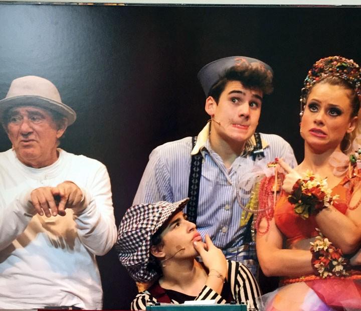 Dedé, Lívian, Giselle e Nicolas Prattes: unidos no teatro  (Foto: Arquivo pessoal)