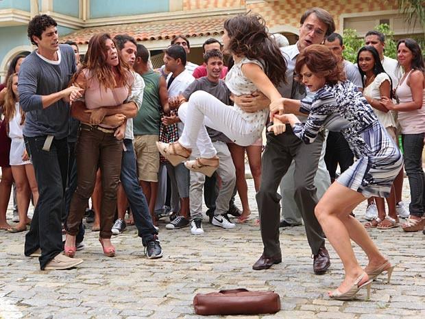 Fica difícil conseguir separar as duas (Foto: Guerra dos Sexos / TV Globo)