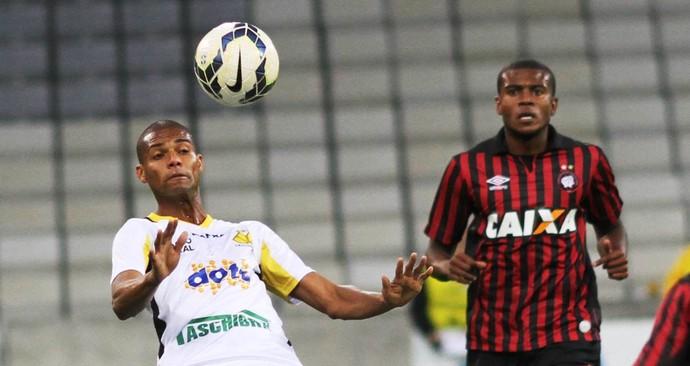 Maicon Silva Criciúma x Atlético-PR em Curiti ba (Foto: Fernando Ribeiro/Criciúma EC)
