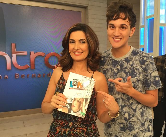 Sucesso nas redes sociais, Christian Figueiredo tira foto nos bastidores do 'Encontro' (Foto: Viviane Figueiredo/Gshow)