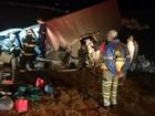 Caminhão tomba com cestas básicas e fere motorista em Miguelópolis, SP