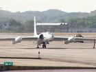 Aeronave da Nasa aterrissa no Aeroporto Internacional do Recife