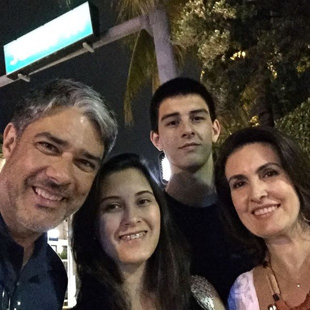 William Bonner posta foto das férias com a mulher, Fátima Bernades, e os filhos (Foto: Instagram)