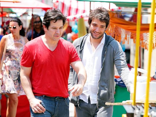 Davi e Jonas começam a se dar bem (Foto: Raphael Dias/Gshow)