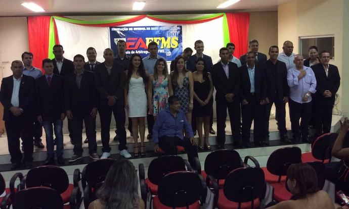 Árbitros e assistentes formados pelo curso da FFMS (Foto: Divulgação/FFMS)