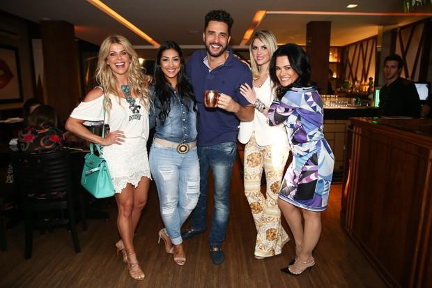 Barbara Evans, Amanda Djehdian, Latino e Barbara Evans (Foto: Manuela Scarpa/Photo Rio News)
