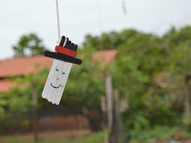 Palitos de picolé foram transformados em decoração natalina (Foto: Divulgação/IFTO)
