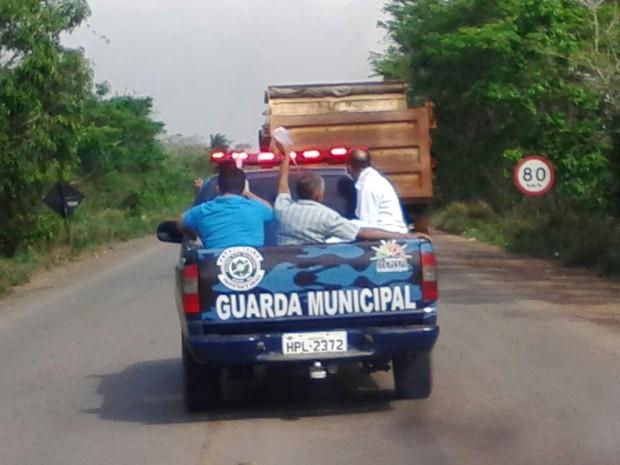 Veículo fez várias ultrapassagens perigosas durante o trajeto, segundo internauta (Foto: Paulo Alberto / Divulgação)