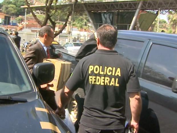 Agentes da Polícia Federal estiveram na Câmara Municipal de Ribeirão Preto, SP (Foto: Reprodução/EPTV)