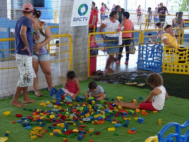 Até jogos de montar foram oferecidos para os pequenos (Foto: Divulgação/RPC TV)