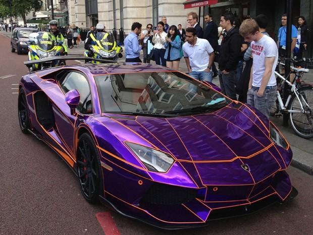 Lamborghini Aventador roxo (Foto: Kieran Grant/Caters)