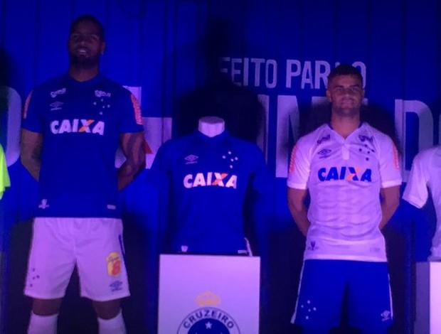 Cruzeiro mostra nova camisa em evento no Mineirão