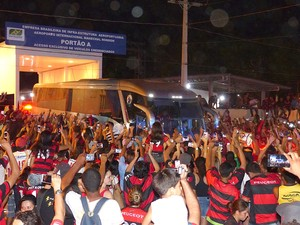 Chegada Flamengo em Cuiaba (Foto: Cahê Mota)