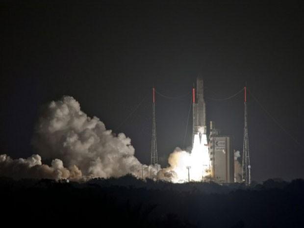 O foguete decolou transportando dois satélites de telecomunicação (Foto: S Martin, ESA/AP)