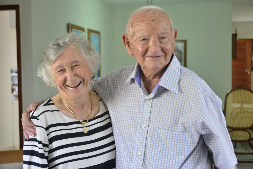 Entre risadas e lembranças, casal conta histórias do casamento  (Foto: Andréa Tavares/ G1 )