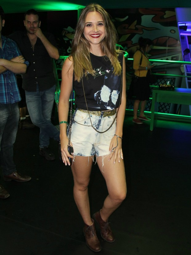 Enquete - Juliana Paiva (Foto: AgNews)