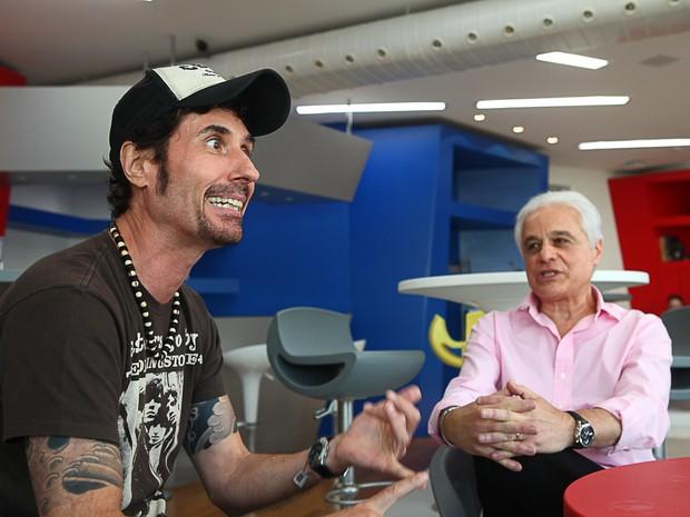 O cantor do Capital Inicial, Dinho Ouro Preto (à esq.), e o publicitário Roberto Medina, presidente do Rock in Rio, durante encontro no Rio de Janeiro (Foto: Rodrigo Gorosito/G1)