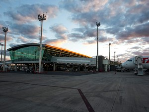 Avião no pátio do Aeroporto JK (Foto: Fábio Maciel/Decea)