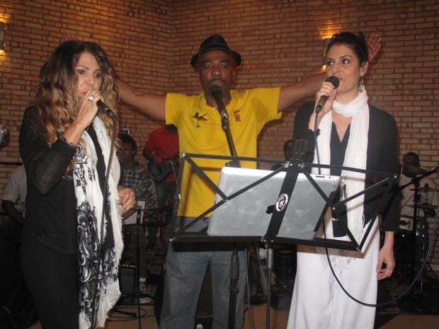 """""""Ficou massa"""", elogiou Elba Ramalho ao fim de cada música (Foto: Gabriel Barreira/G1)"""