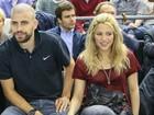 Shakira assiste a jogo de basquete com Piqué na Espanha