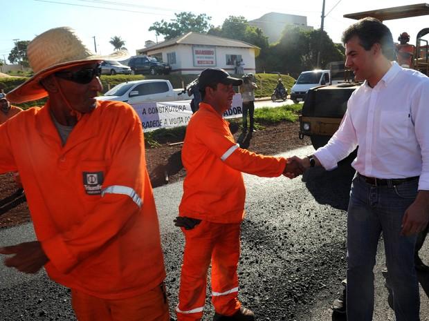 Beto Richa visitou as obras de duplicação da rodovia PR-445 na quarta-feira (9) (Foto: Ricardo Almeida / ANPr)
