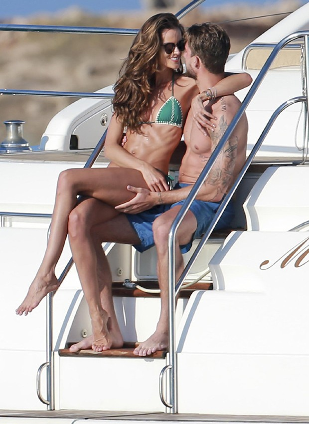 Izabel Goulart e Kevin Trapp (Foto: Grosby Group)