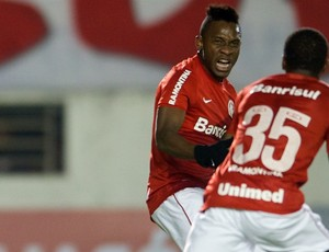 Willians marca contra o Criciúma (Foto: Alexandre Lops / Inter, DVG)