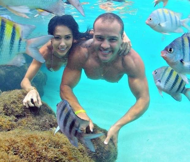 Bella Falconi com o marido, Ricardo Maguila (Foto: Thiago Cavalcanti / Reprodução Instagram)