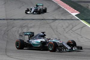 Lewis Hamilton não economizou esforços, mas não pôde acompanhar o ritmo do companheiro Nico Rosberg (Foto: Getty Images)