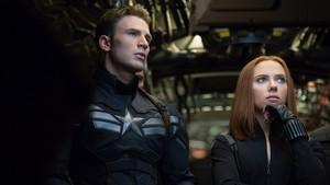 Dois anos após os acontecimentos em Nova York, Steve Rogers continua seu dedicado trabalho com a agência S.H.I.E.L.D. E também segue tentando se acostumar com o fato de que foi descongelado e acordou décadas depois de seu tempo. Em parceria com Natasha Romanoff, também conhecida como Viúva Negra, ele é obrigado a enfrentar um poderoso e misterioso inimigo chamado Soldado Invernal, que visita Washington e abala o dia a dia da S.H.I.E.L.D., ainda liderada por Nick Fury.