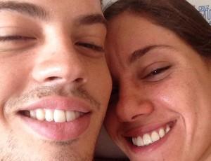 Nadador Leonardo Coutinho internado na UTI de hospital e Natalia Diniz (Foto: Arquivo Pessoal)