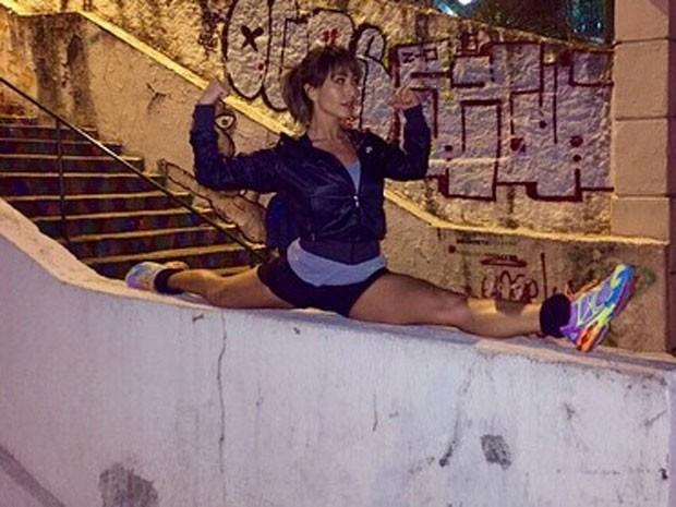 Sabrina Sato mostra elasticidade (Foto: Instagram/ Reprodução)