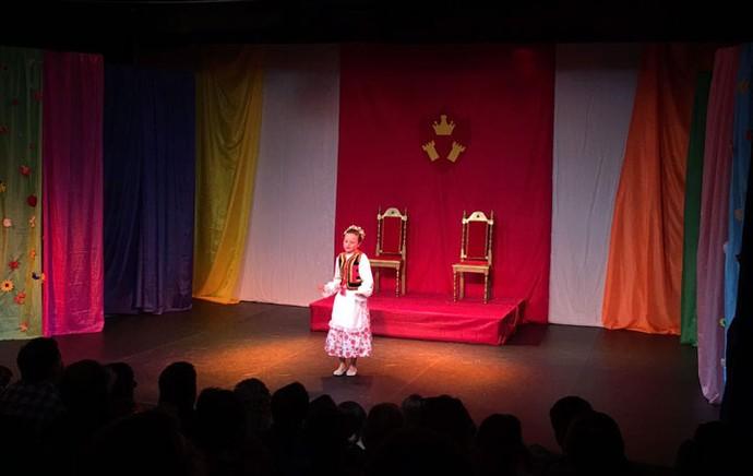 No palco, Rafa representou a letra P, que simbolizava a Polônia (Foto: Arquivo pessoal )