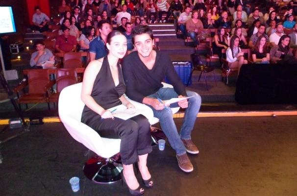 Maria Pinna e Rodrigo Simas participam da final do Garota Revista (Foto: (Foto: Gabriela Cardoso / TV TEM))