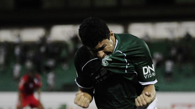 Schwenck comemora gol no fim pelo Guarani (Foto: Rodrigo Villalba / Memory Press)