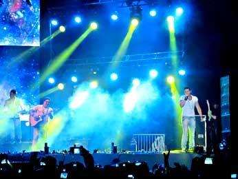 O cantor Luan Santana durante show da virada em Brasília (Foto: Lucas Nanini/G1)