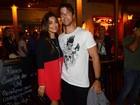 Juliana Paes vai com o marido a aniversário de Sheron Menezzes