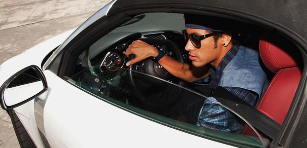 F de carros neymar tem garagem dos sonhos auto esporte for Oficina qualitas auto barcelona