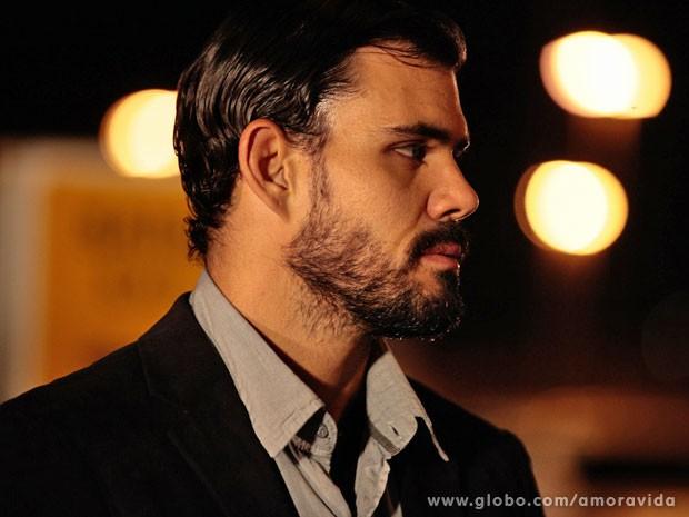 Juliano Cazarré também apareceu com um visual diferente (Foto: Amor à Vida/TV Globo)