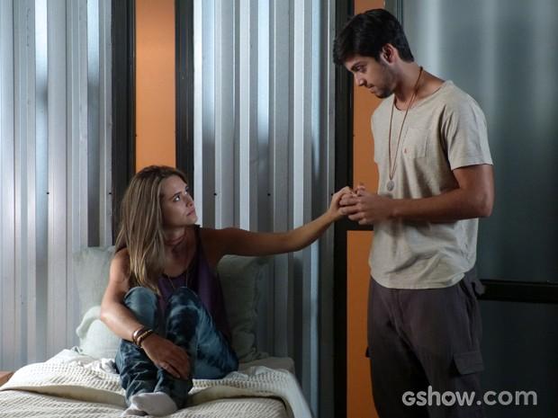 Lili diz a Marlon que agora pode seguir com a vida (Foto: Além do Horizonte/TV Globo)