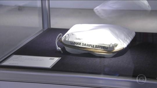 Bolsa com pedacinho da Lua é leiloada por mais de R$ 6 milhões