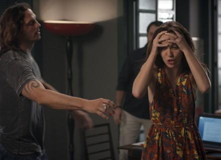 Reta final: Júlia fica em pânico ao saber que Alex fugiu da cadeia
