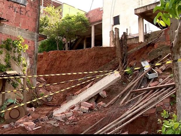 Desabamento aconteceu em Baixo Guandu (Foto: Reprodução/ TV Gazeta)