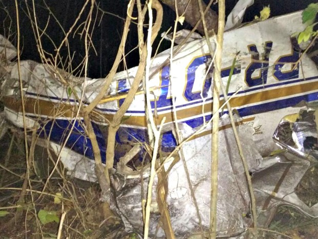 Avião caiu na zona rural de Campinápolis  (Foto: 4ª Companhia do Corpo de Bombeiros/ Divulgação)