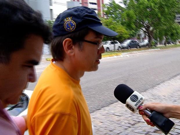 Atirador do Ministério Público chega ao Comando da Polícia Militar (Foto: Carlos Lima/Inter TV Cabugi)