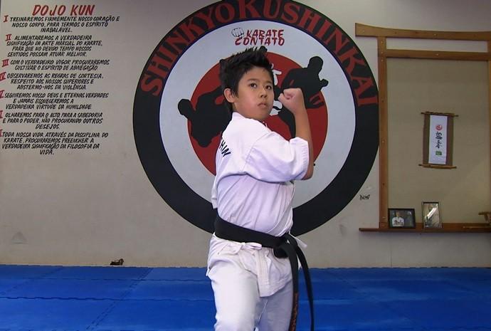 Ele contou que treina desde os 5 anos de idade, com muita disciplina (Foto: Reprodução / TV TEM)