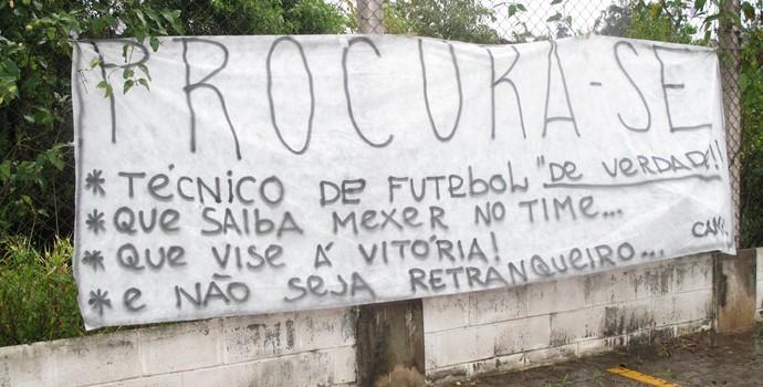 Protesto contra Mano Menezes (Foto: Rodrigo Faber/GloboEsporte.com)
