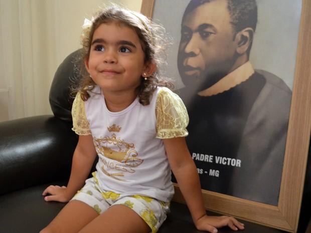 Após vir ao mundo por milagre de Padre Victor, Sofia hoje está com 4 anos  (Foto: Samantha Silva / G1)